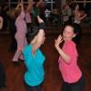 Tvillingsystrarna Sandra & Mari ger järnet på Zumba Fitness Basic i Väsby :o)